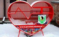 Pojemnik w kształcie serca na plastikowe nakrętki