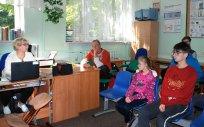 Uczniowie Ośrodka Szkolno-Wychowawczego dla Dzieci Głuchych w Olecku podczas spotkania edukacyjnego o profilaktyce zakażeń wirusem HPV